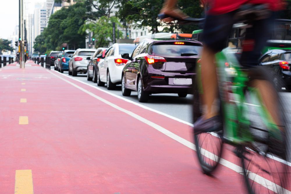 Segundo Ana Carboni, a frota de bicicletas no Brasil é maior do que a de carros. (Fonte: Shutterstock)