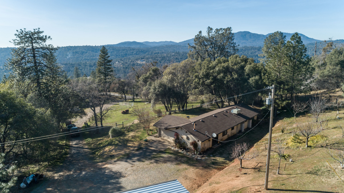 North Fork CA Homes for Sale - The elevated position of this North Fork CA home offers you panoramic views all day long.