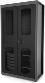Foto preta e branca de uma porta  Descrição gerada automaticamente