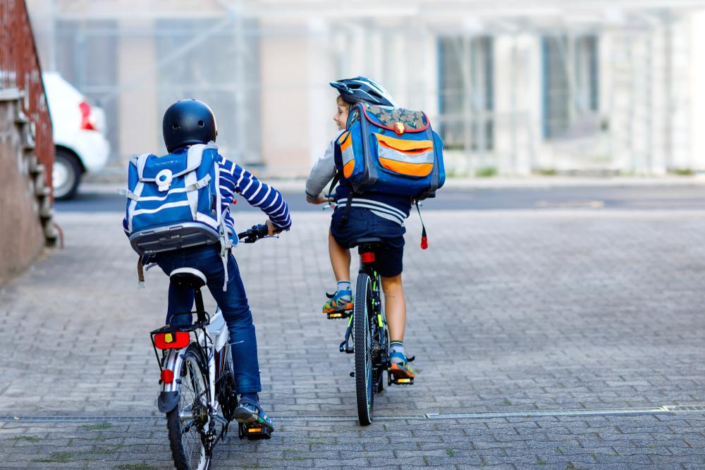 Mobilidade ativa traz benefícios à saúde e ao aprendizado das crianças. (Fonte: Shutterstock)