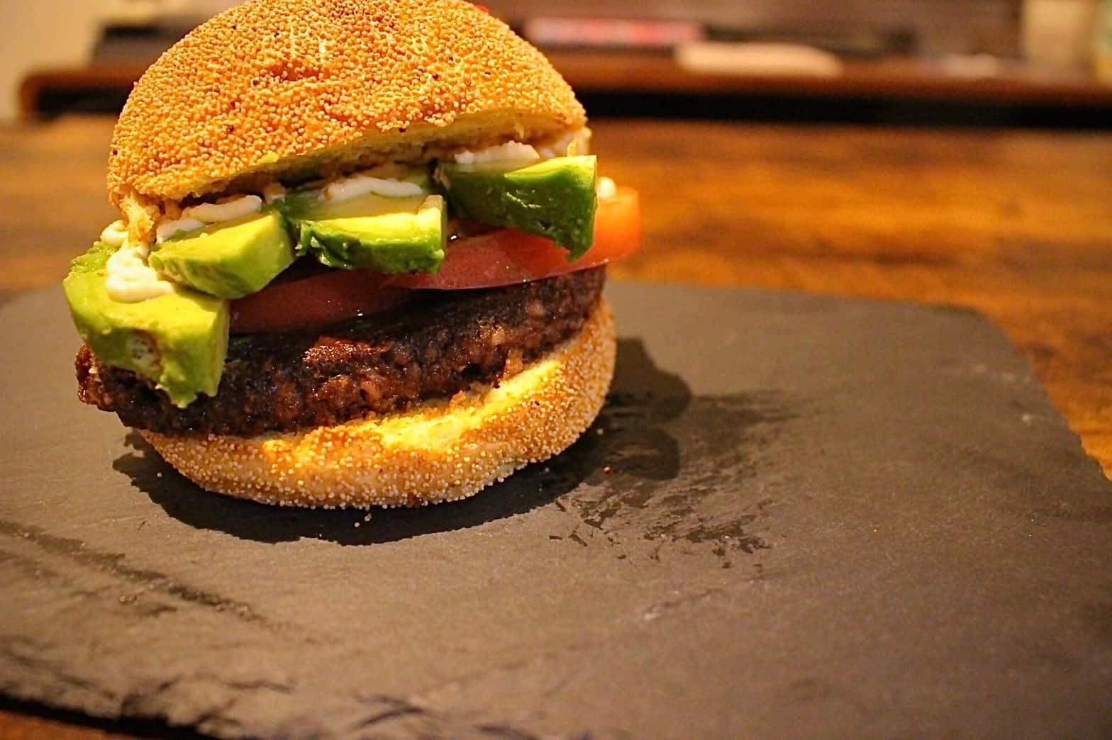 グリーンカルチャーの植物肉生パティを使ったハンバーガー