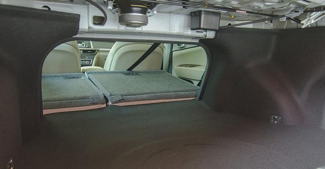 Khoang chứa đồ kết hợp ghế gập 60:40 cho không gian chứa rộng rãi (nguồn: Internet)