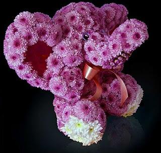 elefante hecho con flores