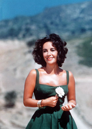 A snapshot of Elizabeth Taylor on a sunny day (early 60s?)