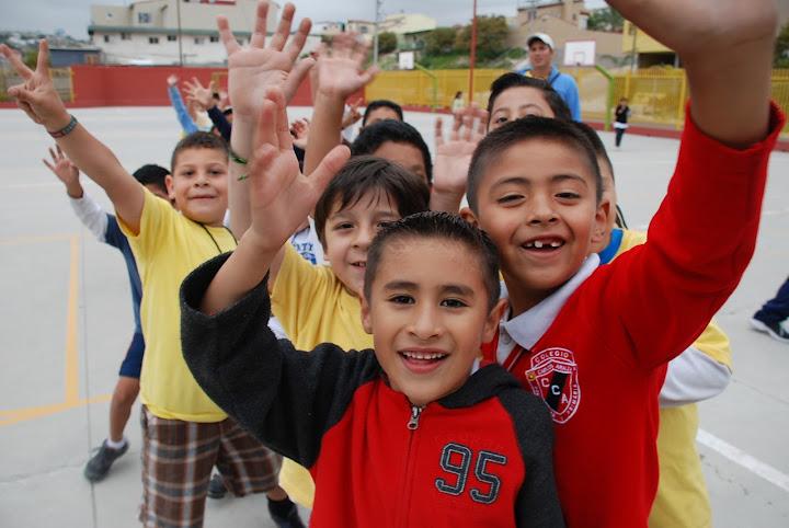David Saúl Guakil visitó el club de Niños y Niñas de Tijuana.