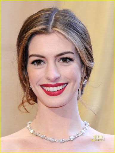 anne hathaway oscars red