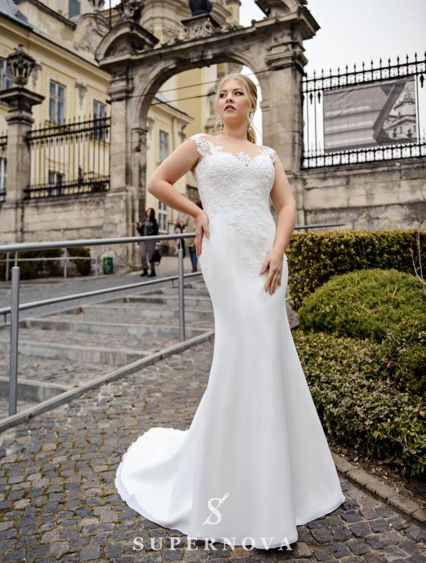 Облягаюча весільна сукня великих розмірів