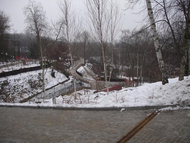 Widok na tereny w dole zoo