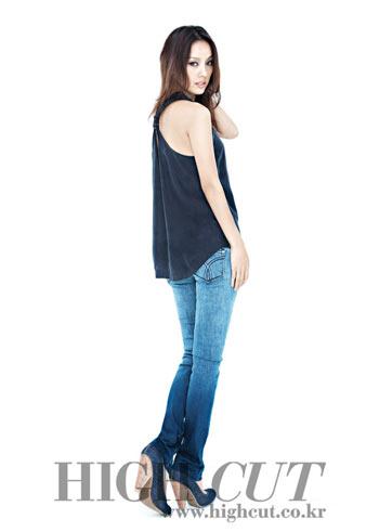 Lee Hyori ถ่ายแบบให้กับ Calvin Klein ลงนิตยสาร High Cut