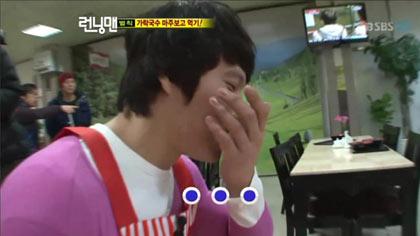 Kim Jong Kook จูบกับ HaHa ในรายการ Running Man ตอนล่าสุด