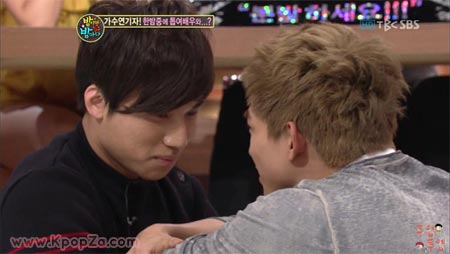 "Daesung และ Taecyeon ในฉากรักซิทอัพ ""Secret Garden"""