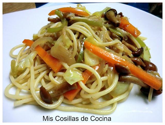 Espaguetis al estilo oriental