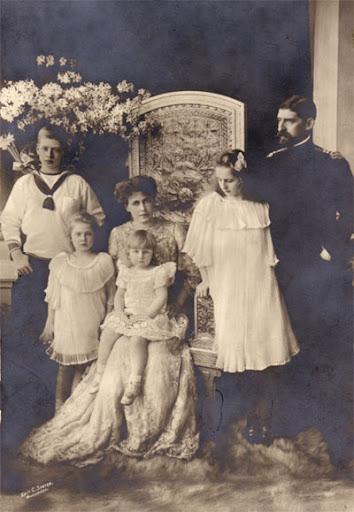 Regele Ferdinand I împreună cu familia