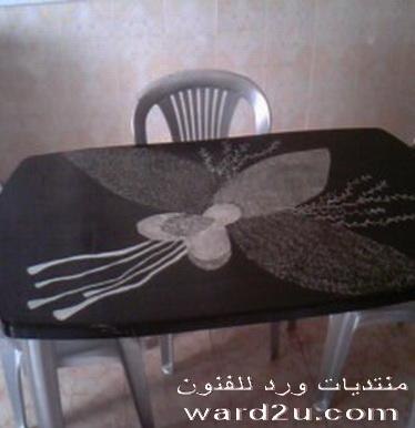 طاولتي بعد التجديد ورسمه باللون الفضى