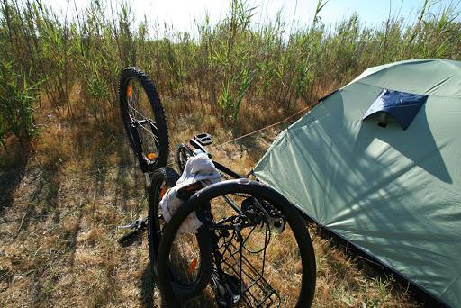 ремонт у палатки