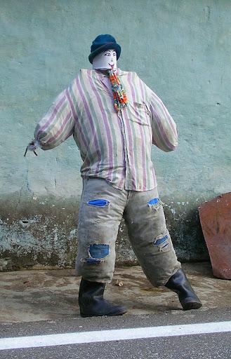 Primer muñeco de trapo para quema del año viejo Via Barinas Apartaderos estado Mérida Venezuela