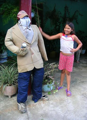 Segundo muñeco de trapo para quema del año viejo Via Barinas Apartaderos estado Mérida Venezuela