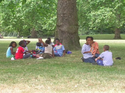 Niños en Hyde Park London England United Kingdom Londres Inglaterra