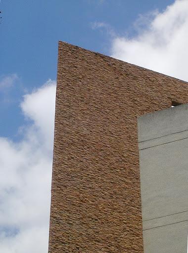 Edificio con fachada de pizarra, Caracas, Venezuela