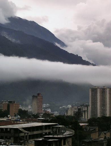 Cerro el Avila sobre la Parroquia de Altagracia, Caracas, Venezuela