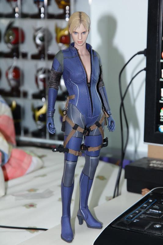 Hot Toys Re5 Jill Valentine Battle Suit Spec Pics Page 39