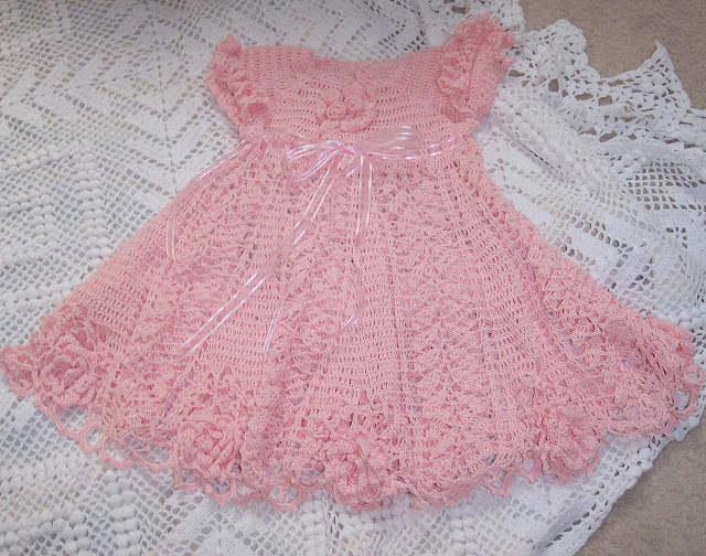 Vestido de croche para bebé com grafico - Imagui