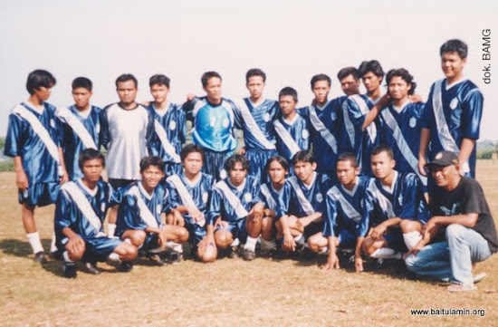 Tim BAFC menjelang sebuah pertandingan pada tahun 1999.