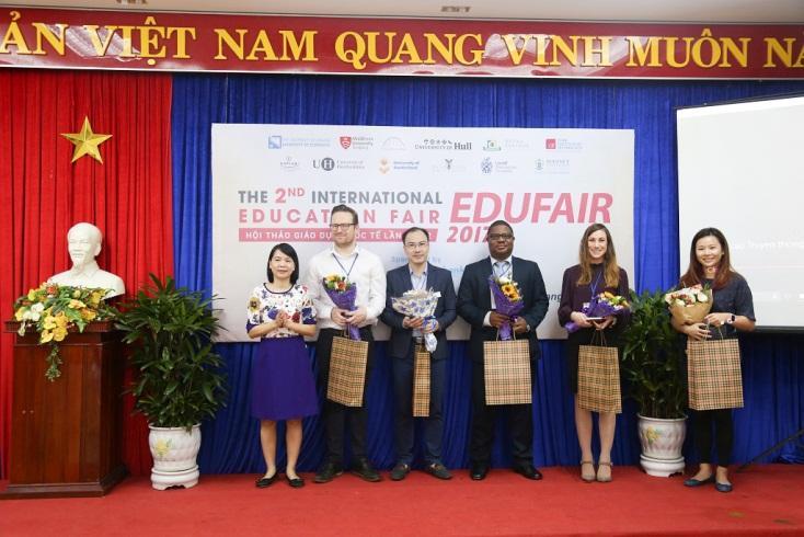 http://due.udn.vn/Portals/0/Editor/TruyenThong_DUE/Nam%202017/Edufair%202017/edufair1.jpg