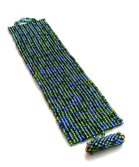 браслет из бисера сине-зеленой расцветки