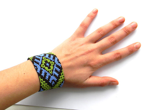 купить широкий браслет из бисера с украинским орнаментом