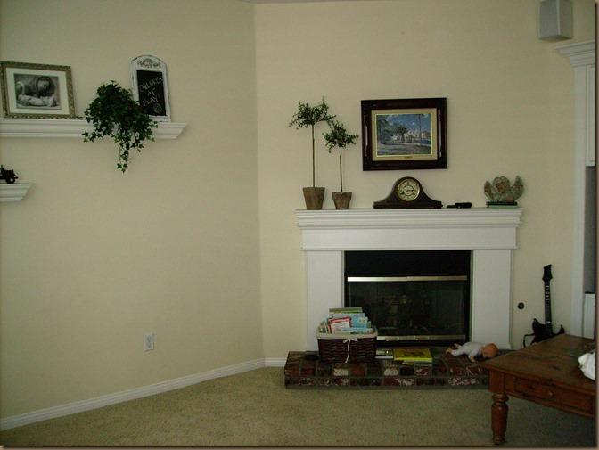 Missy family room before 003