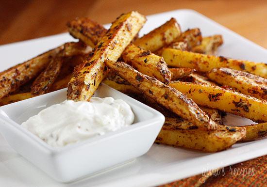 Baked Seasoned Fries with Skinny Garlic Aioli | Skinnytaste