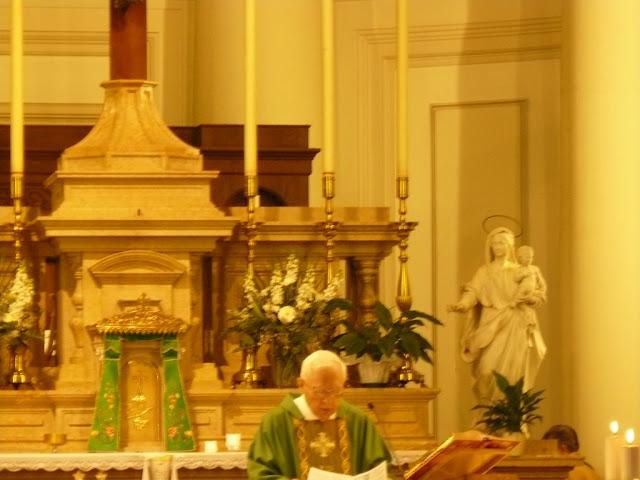 mons. Bruno Gumiero alla messa per i suoi 90 anni