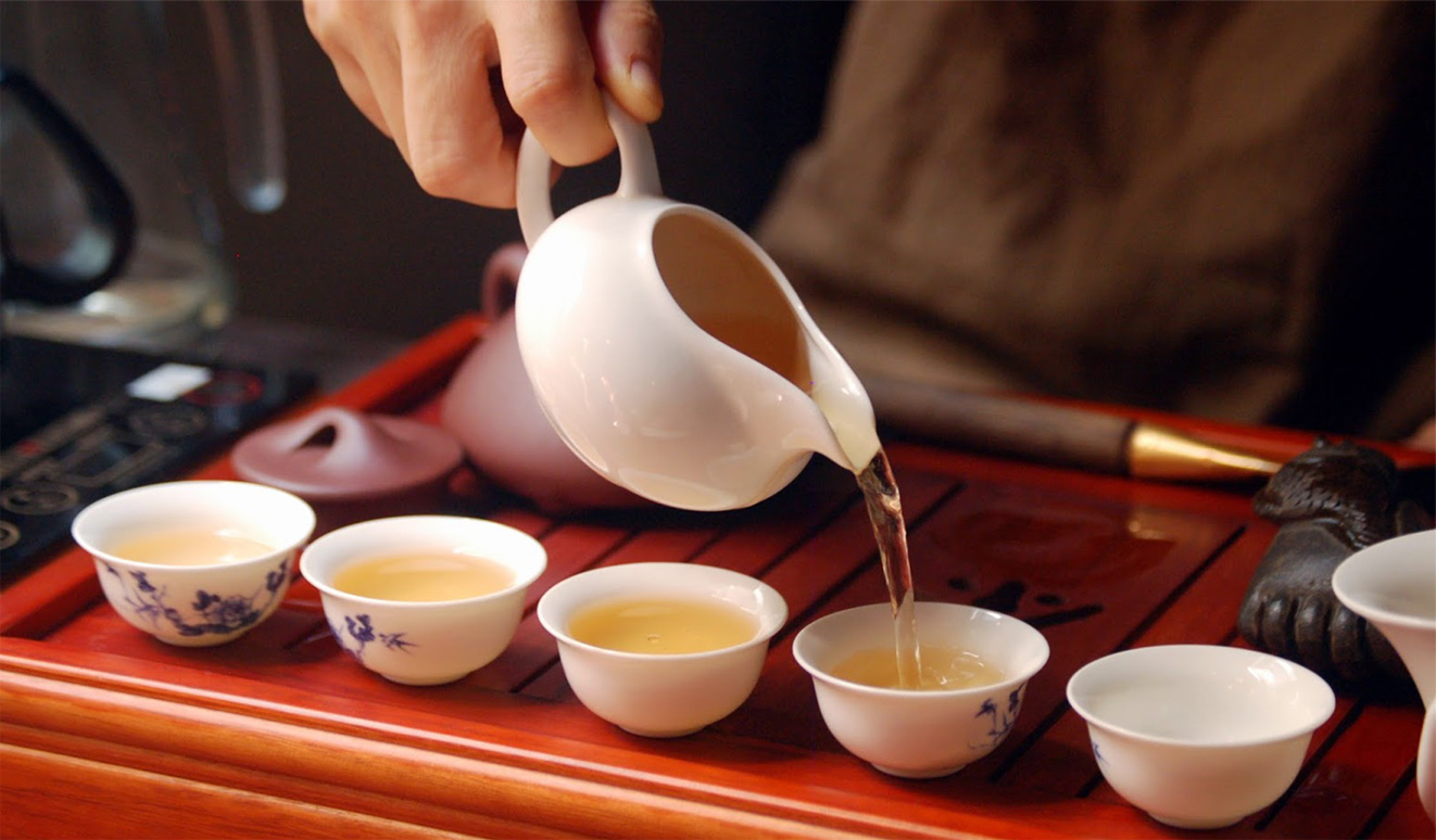 brewing tea Vietnamese style