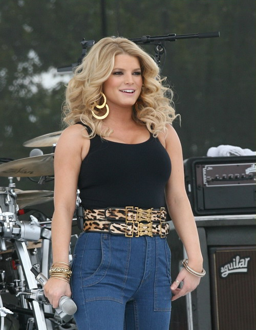 Jessica Simpson Is Fat and Old(big breasts-3photos)3