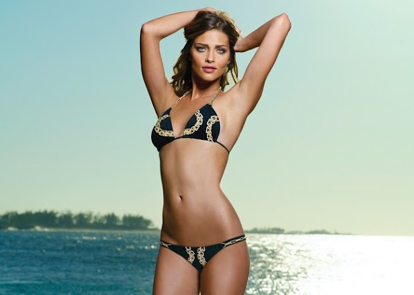 Ana Beatriz Barros also knows bikinis(bikini girl-0photos)0