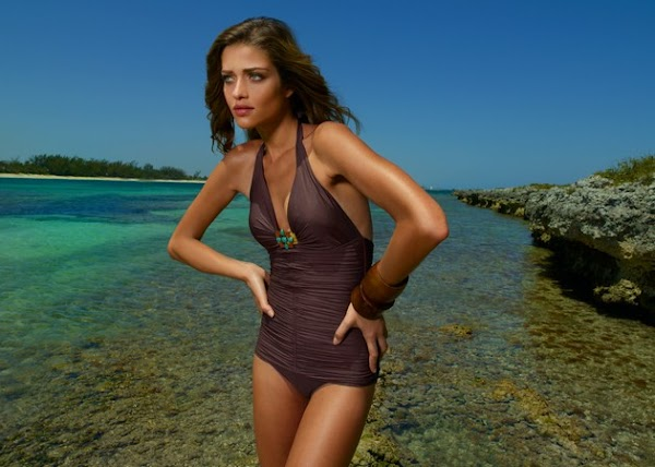 Ana Beatriz Barros also knows bikinis(bikini girl-3photos)3