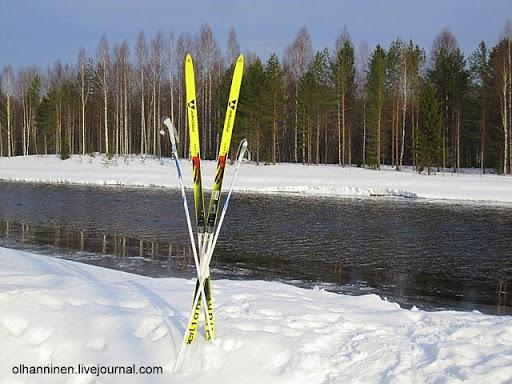 Лыжня уперлась в озерную полынью