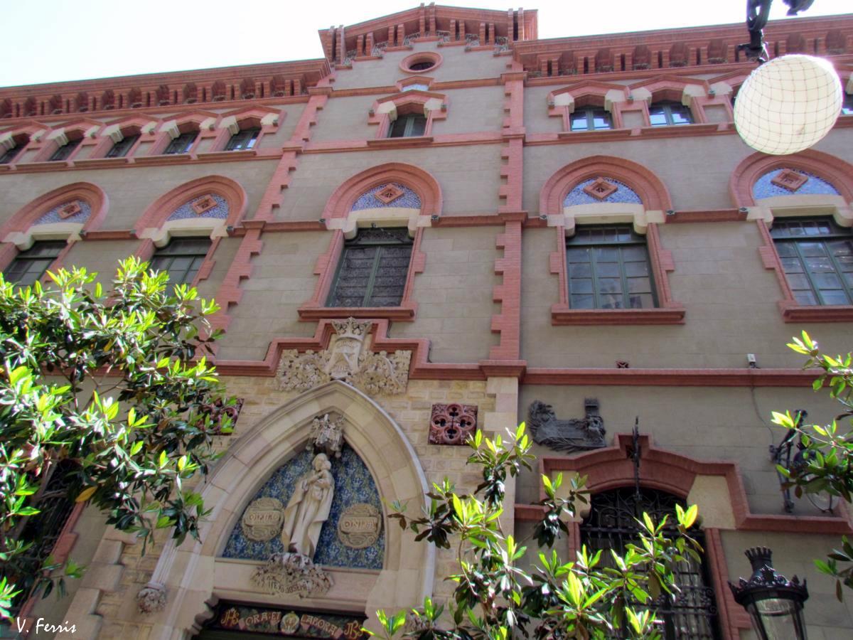 Colegio comtal barcelona modernista - Casa vives gaudi ...