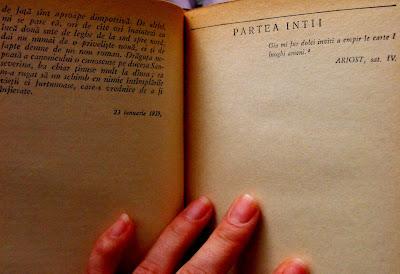 Parte de carte. Cartea veche, pagini ingalbenite, amintiri...