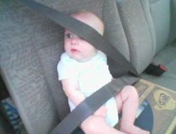 Pemakaian tali pinggang kepada bayi yang salah