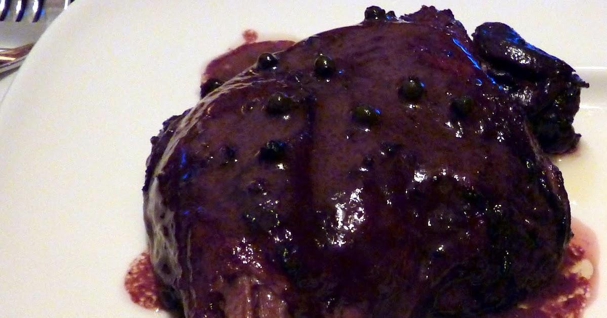 les cinq sens cuisses de canard brais es au vin rouge et aux poivres. Black Bedroom Furniture Sets. Home Design Ideas