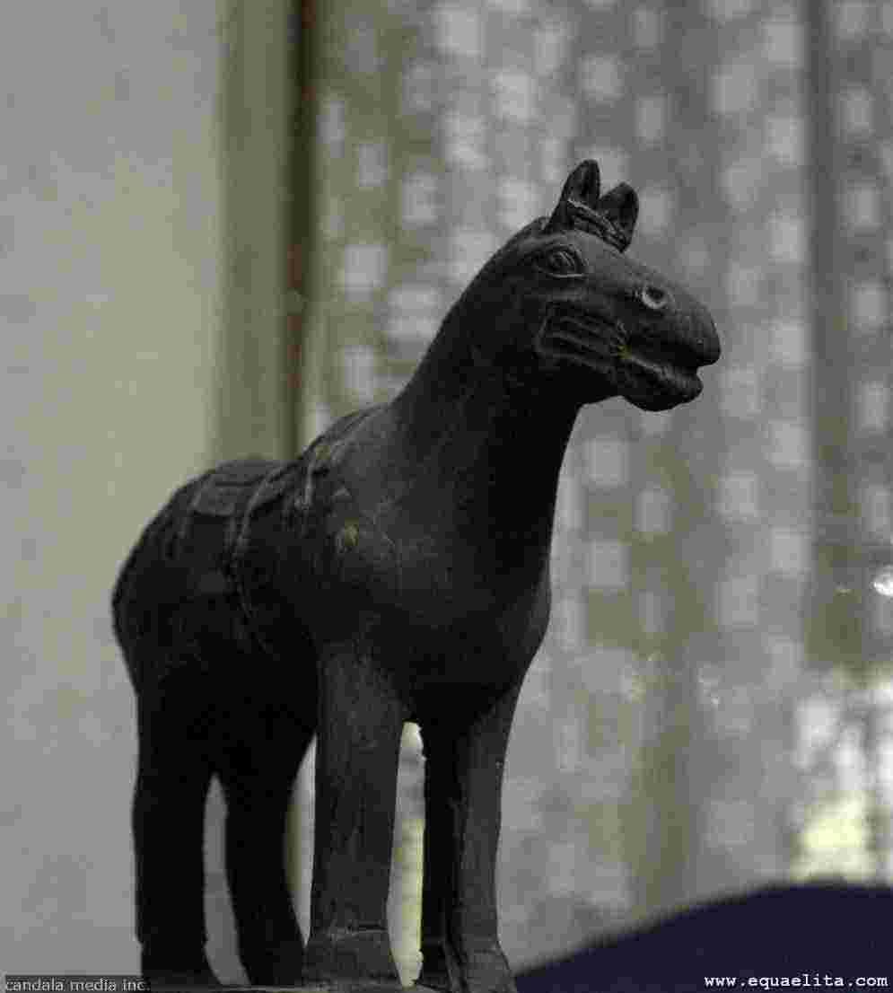 Терракотовая статуэтка лошади