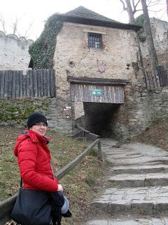 zamek Chojnik - brama na przedzamcze