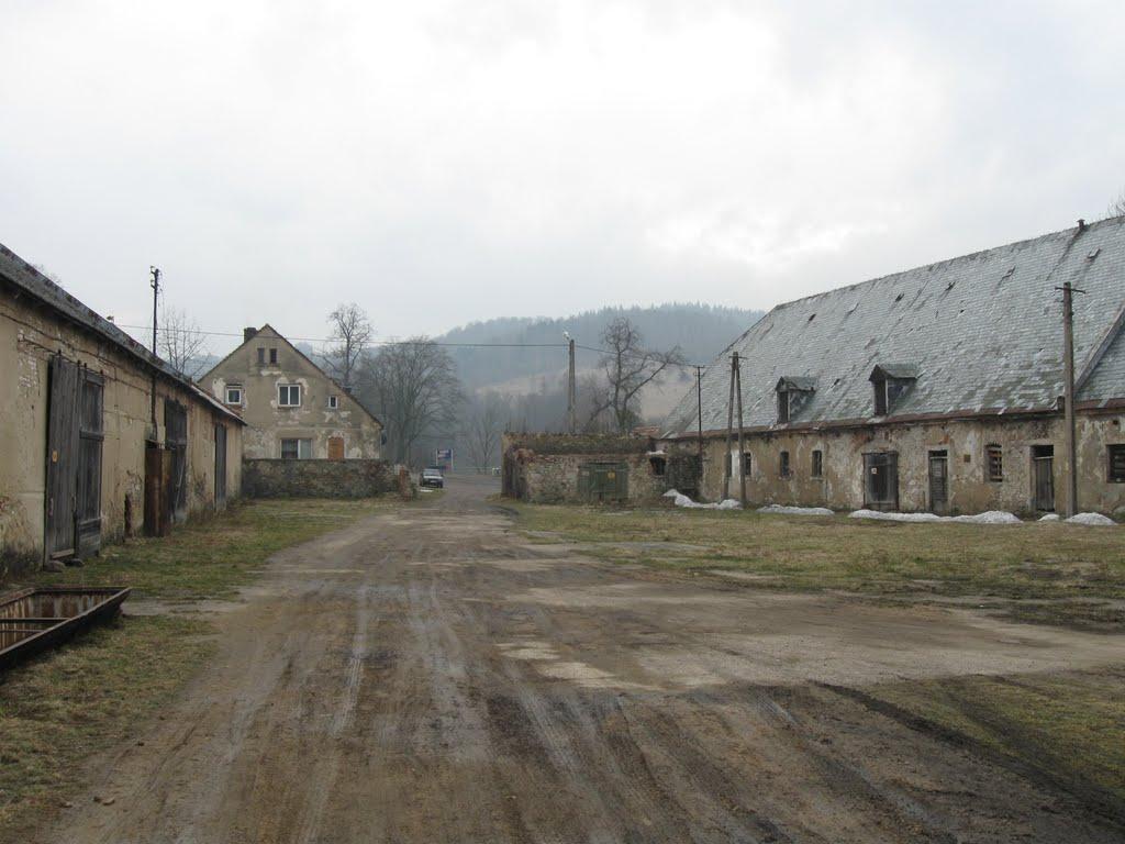 siedlęcin - gospodarstwo pgr przed wieżą