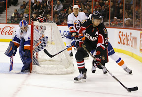 Senators Chris Kelly playing against the New York Islanders