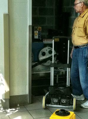 Elevator door open repair gears photo