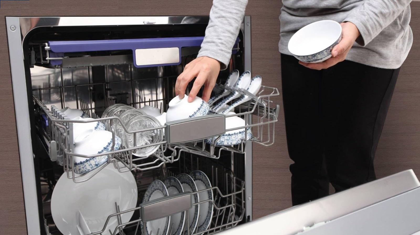 Hạn chế lấy bát đĩa ra trước khi chương trình rửa chưa kết thúc