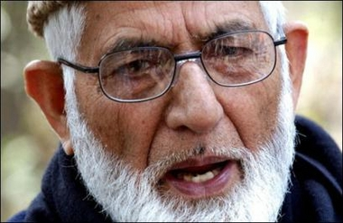 Geelani urges Pakistan to step-up diplomatic efforts