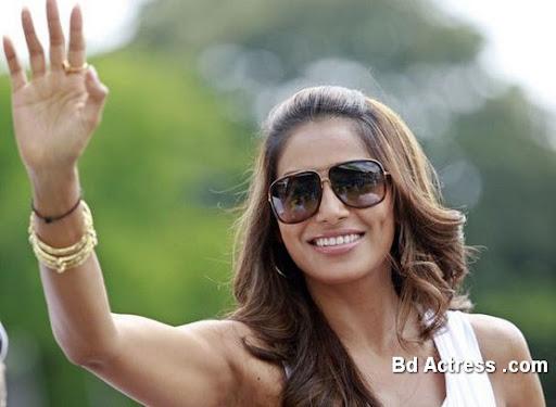 Bollywood Actress Bipasha Basu Photo-05